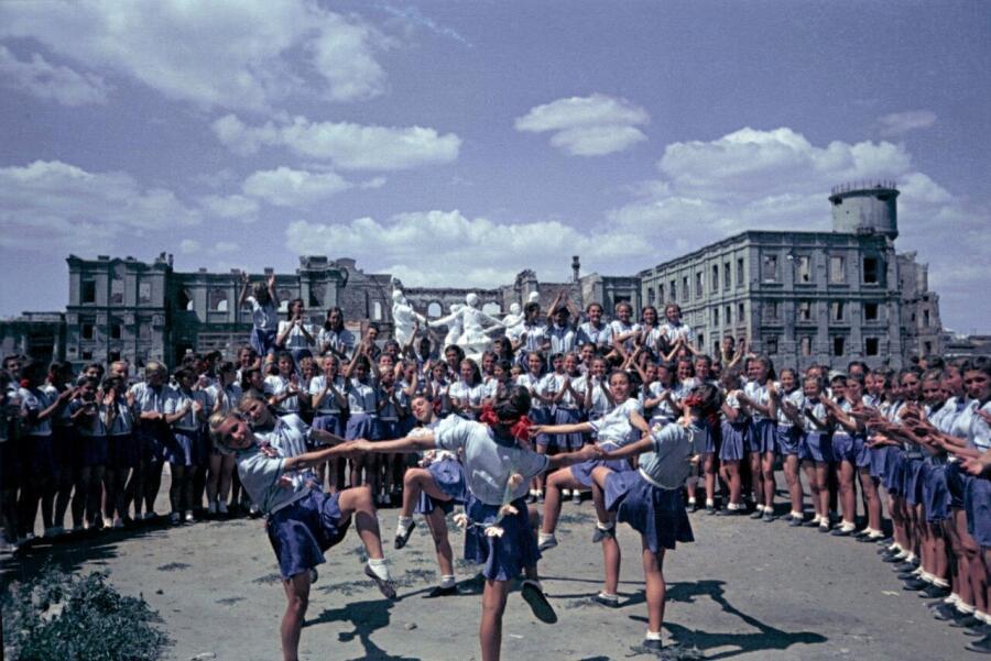 Первый послевоенный спортивный парад в Сталинграде, 1945 г.