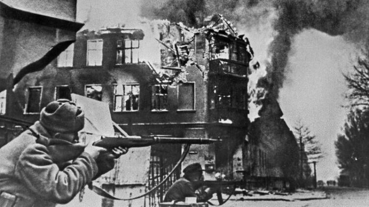 Советские солдаты в боях за Кёнигсберг