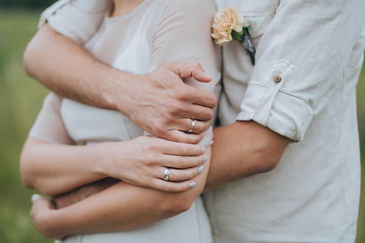 Чего ожидает необыкновенно романтичная девушка от парня?