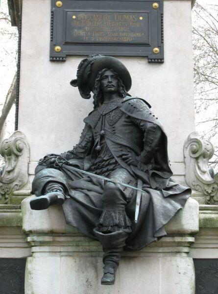 Скультптурное изображение д'Артаньяна на памятнике Дюма-старшему