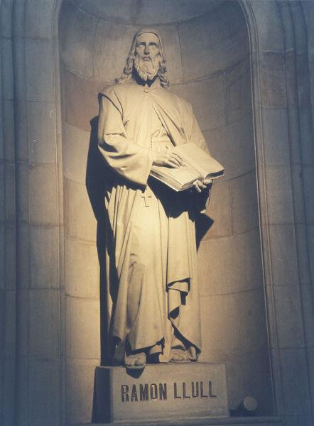 Статуя Раймунда Луллия в Барселонском университете
