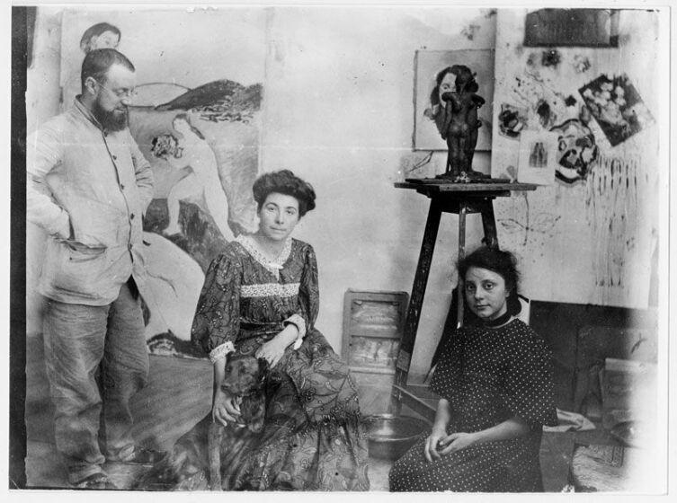 Анри Матисс с женой Амели и дочерью Маргаритой в своей студии, 1907 г.