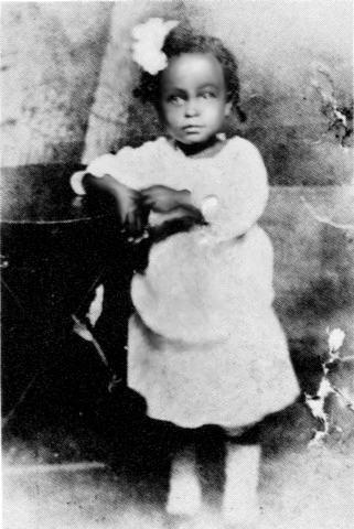 Элеонора Фейган в день своего двухлетия, 1917 г.