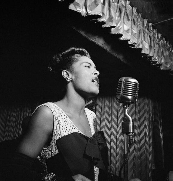 Билли Холидей в джаз-клубе Downbeat, Нью-Йорк, 1947 г.