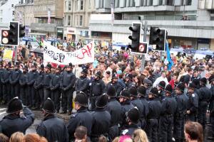 Кто такие антиглобалисты и чего они требуют?