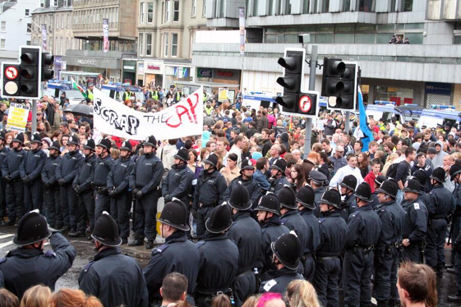 Протест антиглобалистов в Эдинбурге перед саммитом Большой восьмёрки