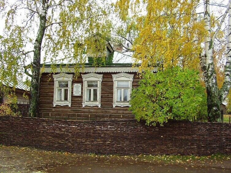 Дом, где родился С. А. Есенин. Константиново село в Рыбновском районе Рязанской области