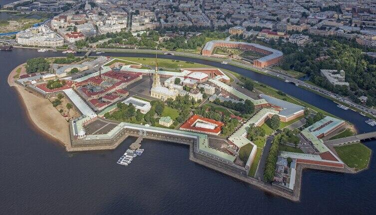 Вид на Петропавловскую крепость с борта вертолёта