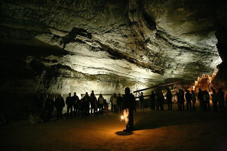 Экскурсия в Мамонтовой пещере