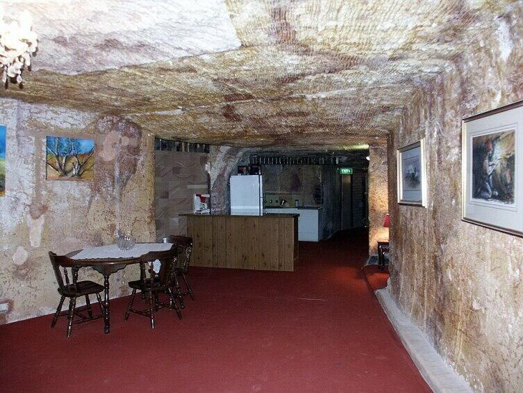 Интерьер подземного жилища в Кубер Педи