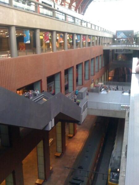Все пять этажей вокзала в Антверпене