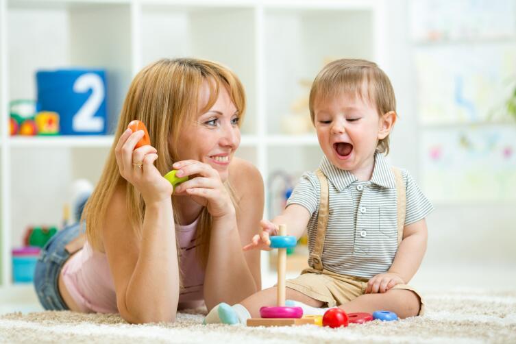 Где найти няню для ребенка?