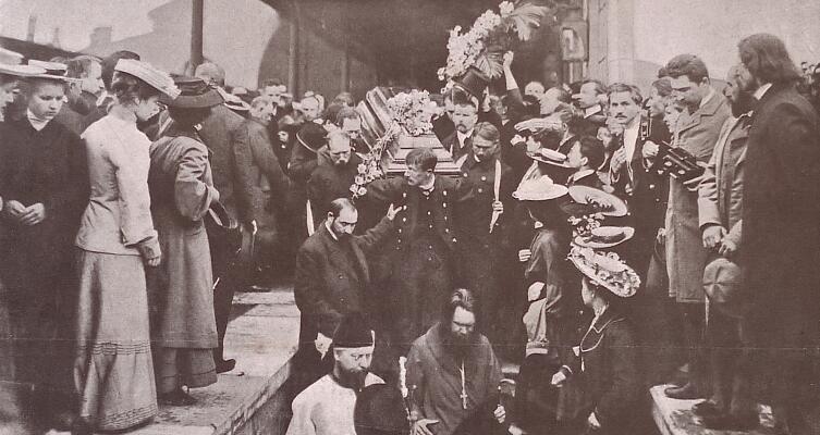 Вынос из вагона гроба с телом А. П. Чехова. Николаевский вокзал, 1904 г.