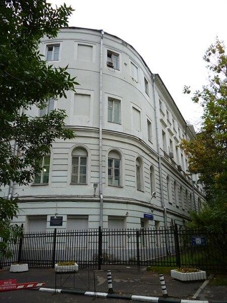 Офтальмологическая клиника, передвинута с Тверской в пер.Садовских и повернута