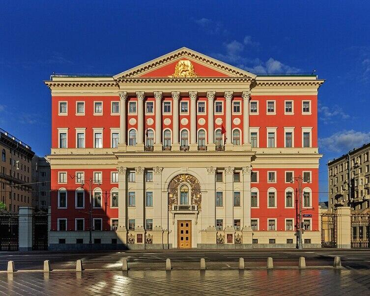Здание Моссовета на Тверской, сдвинуто на 13.65 метра