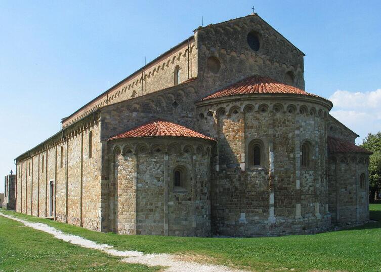 Романская базилика Сан-Пьеро-а-Градо в Пизе, X век