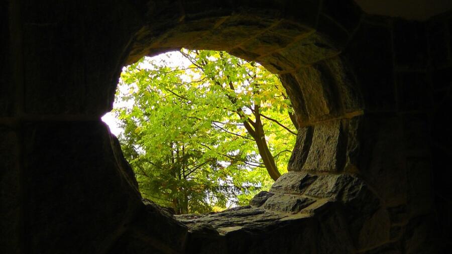 Как используют пещеры?