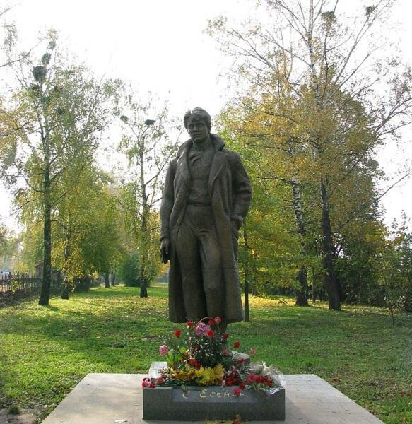 Памятник Сергею Есенину в Константиново. Установлен в 1970 г. Скульптор А. А. Бичуков