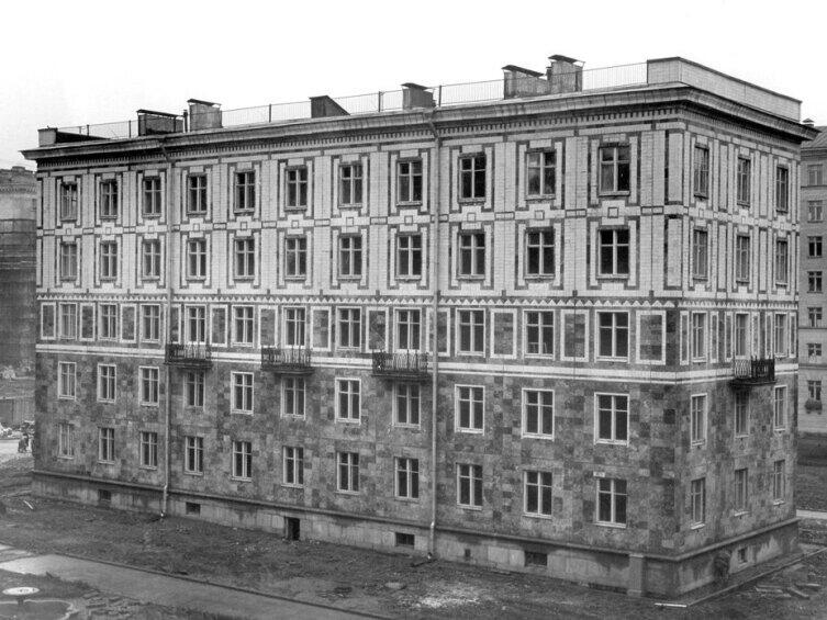 Опытный бескаркасный панельный дом. Санкт-Петербург. Улица Полярников, 10. 1955 г.