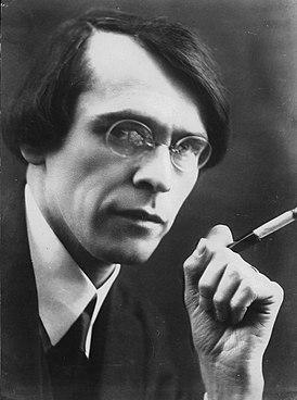 Владислав Ходасевич. Фотография П. Шумова. Париж. 1920-е - начало 1930-х гг.