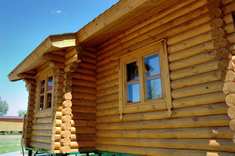 Чем хороши дома из оцилиндрованного бревна?