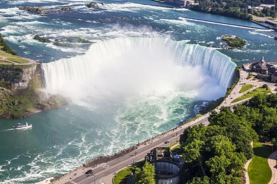 Кто покорил Ниагарский водопад в бочке?