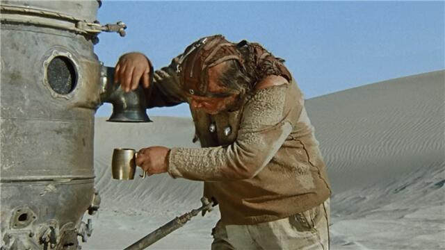 А-ха, ты что, Владимир Николаевич, обалдел, родной? Откуда на Плюке моря? Из них давным-давно луц сделали. ...