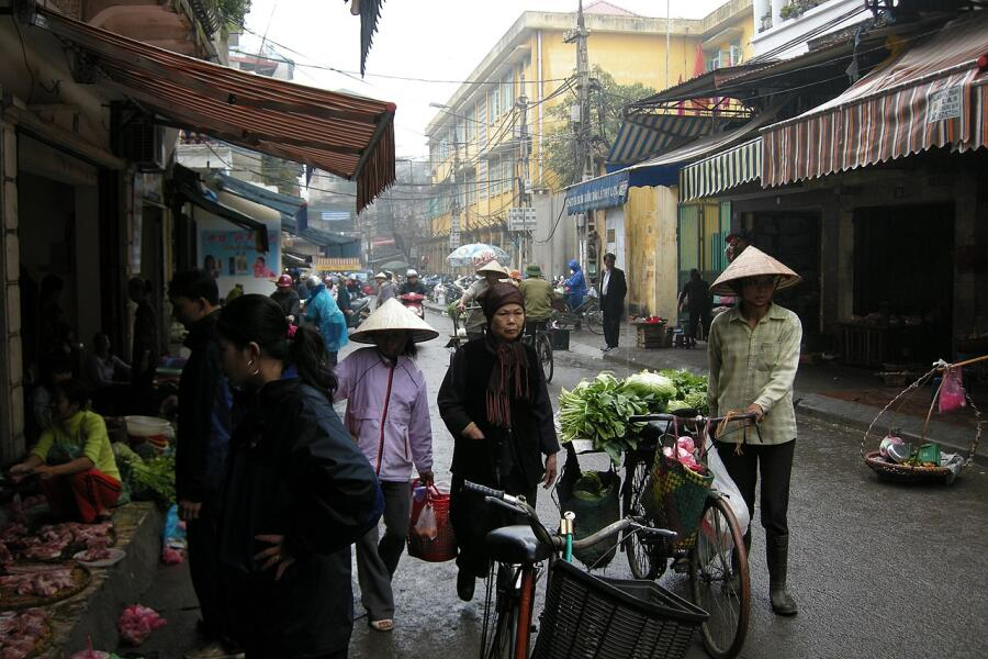 Жизнь на улицах центрального Ханоя