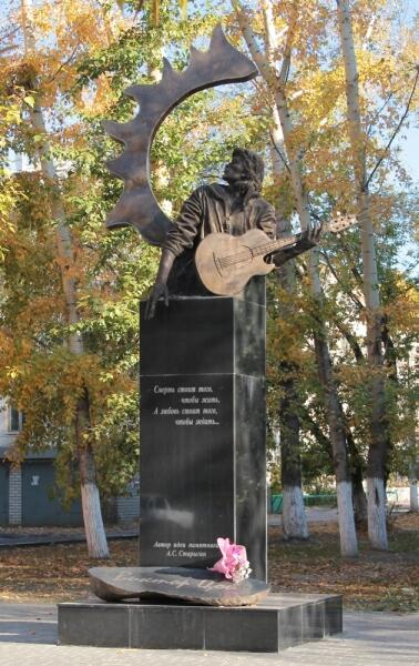 Памятник В. Цою в Барнауле