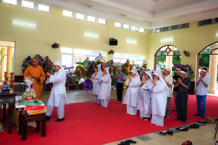 На похоронах во Вьетнаме