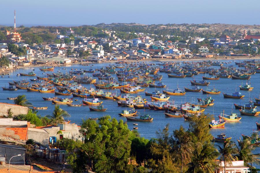 Рыбацкие лодки в бухте Муйне, Вьетнам