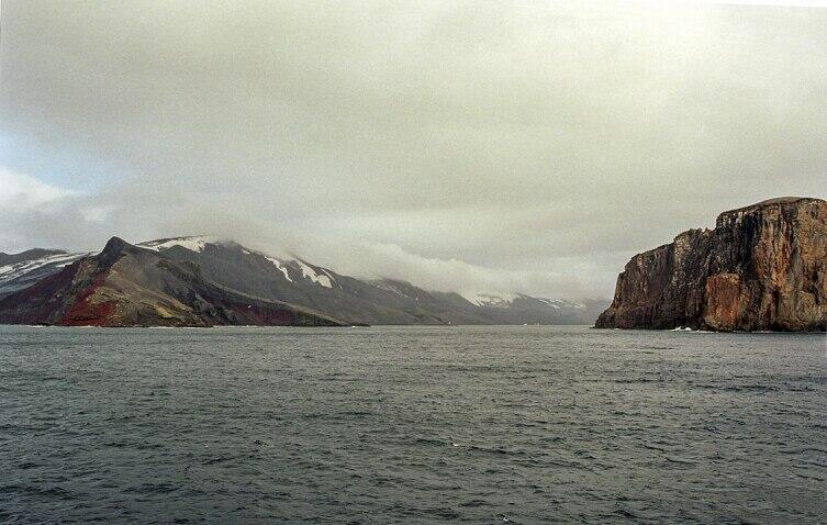 Остров Десеншен, вход в бухту