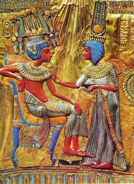 Тутанхамон и его жена Анхесенамон. Фрагмент спинки золотого трона, XIV век до н. э.