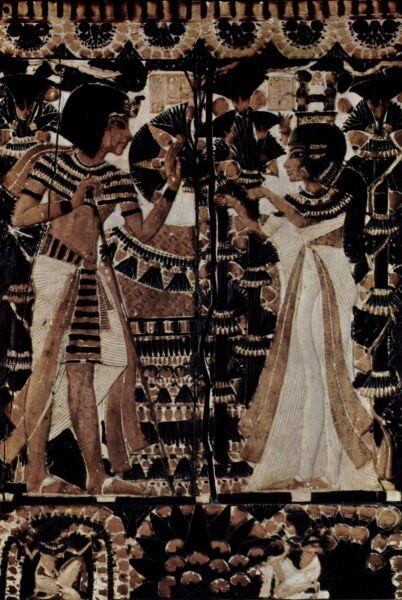 Анхесенамон дарит цветы, как символ любви, Тутанхамону. Фрагмент сундука
