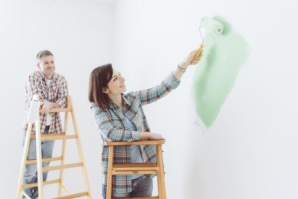 Чем покрасить стены в доме?