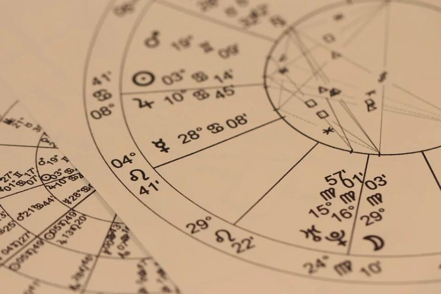 Почему хочется верить гороскопам?