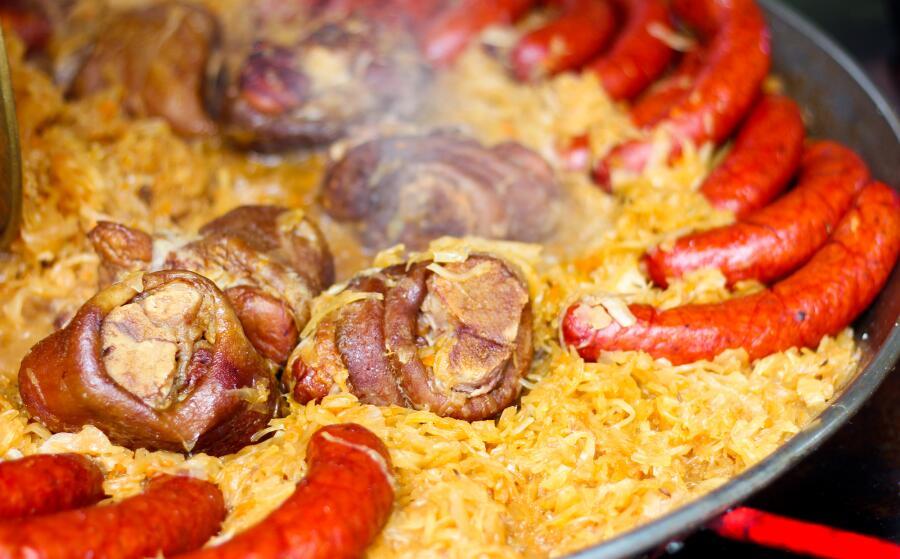 Что такое молдавский горгорос? Жаркое со свининой и капустой