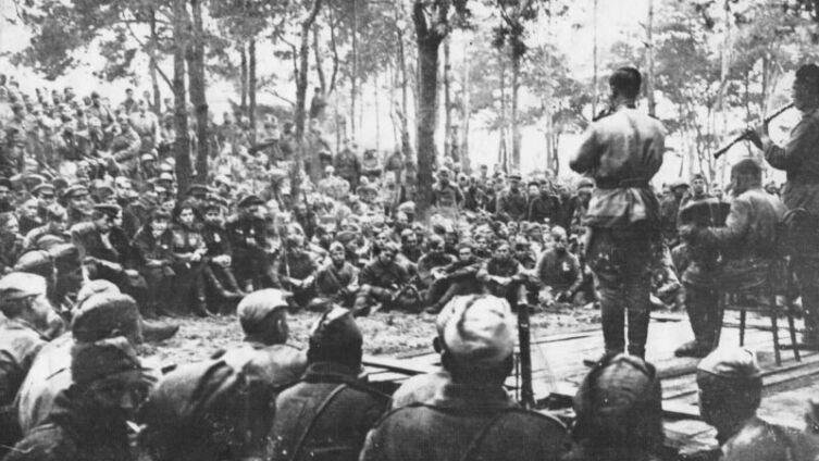 Выступление артистов для бойцов и командиров 234-й стрелковой дивизии