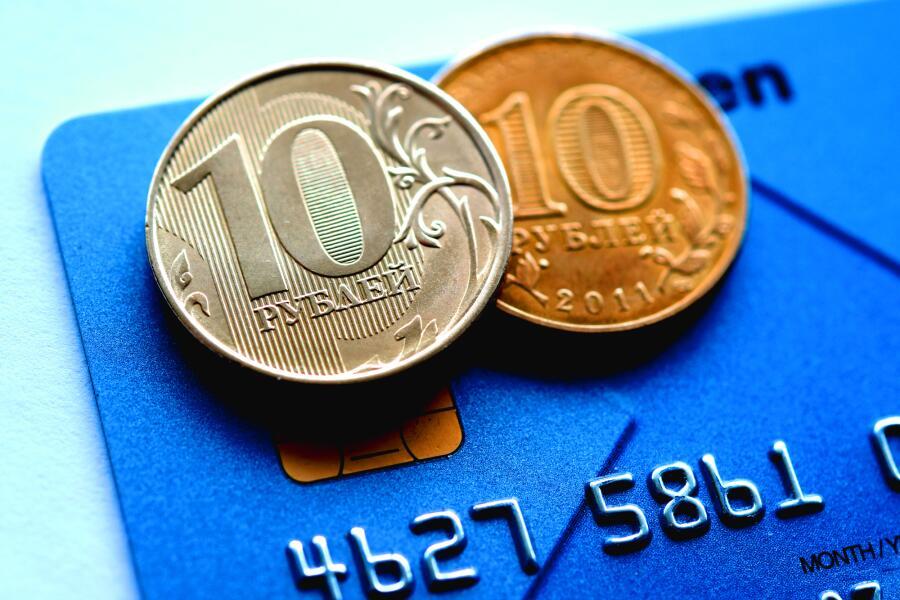 Почему новая монета в 10 рублей такая маленькая?