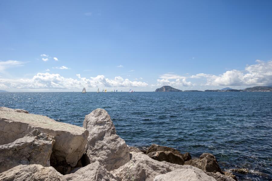 Вид на Флегрейские поля из залива Поццуоли, Неаполь