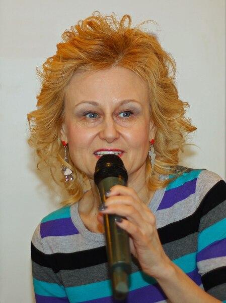 Автор детективов Дарья Донцова на автограф-сессии в Москве