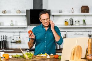 Мужчина на кухне: как приготовить вкусный постный супчик за четверть часа?