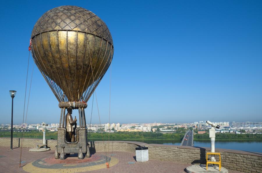 Памятник Жюлю Верну в Нижнем Новгороде