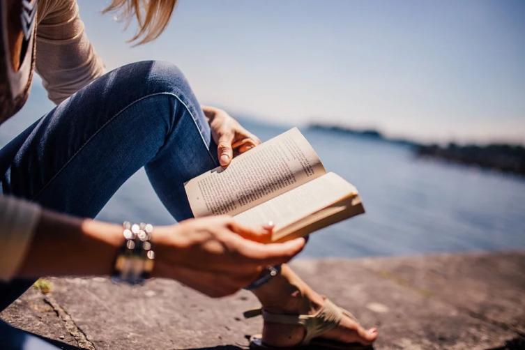 Почему нужно читать бумажные книги?