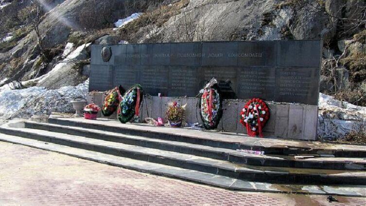 Памятник погибшим членам экипажа АПЛ К-278 « Комсомолец», Заозёрск