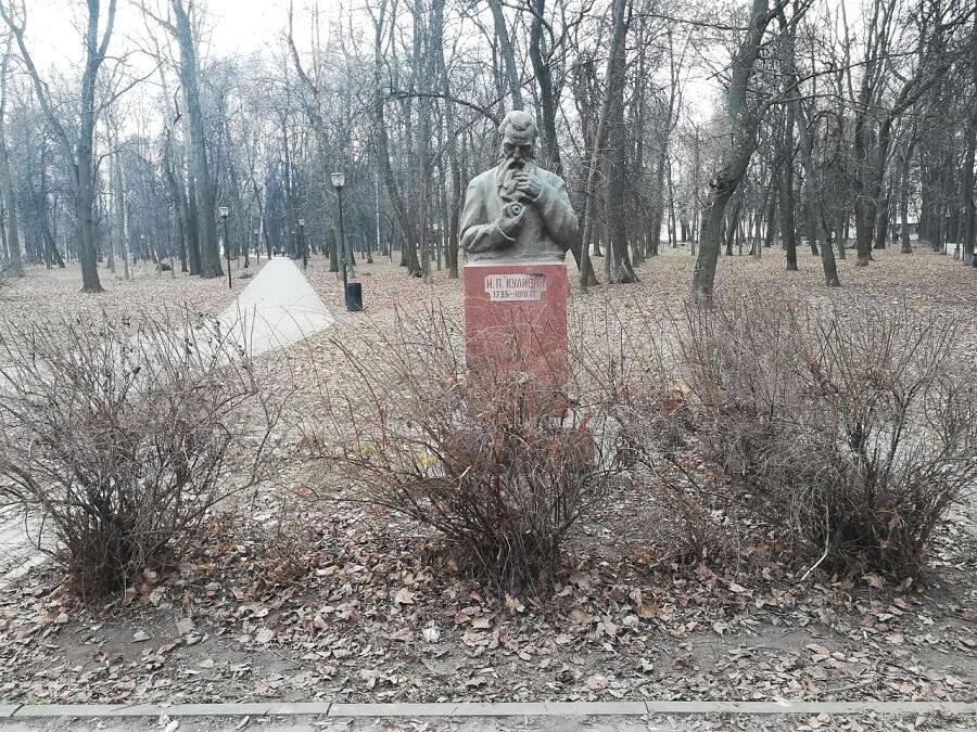 Памятник Ивану Петровичу Кулибину в Нижнем Новгороде