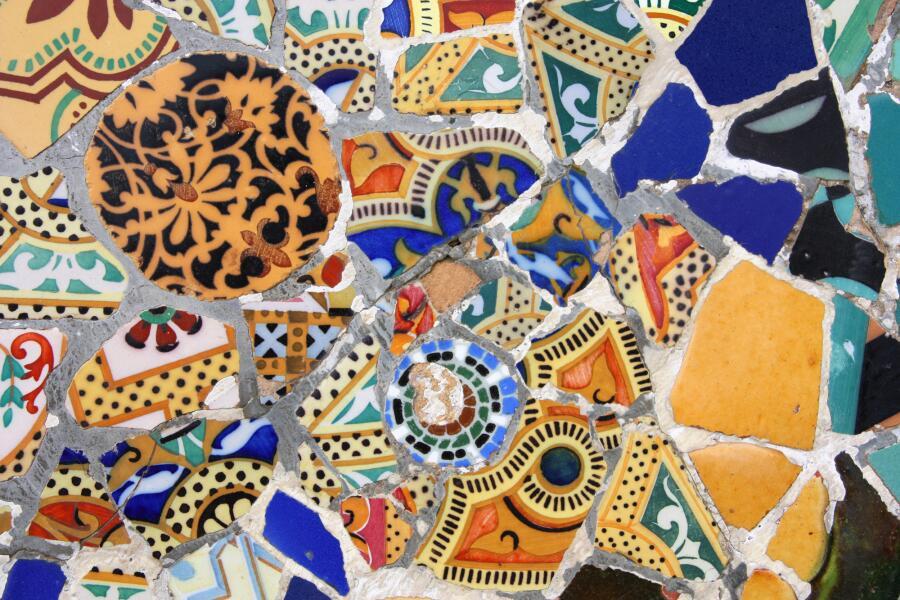 Фрагмент мозаики Антони Гауди во двореце Гуэля