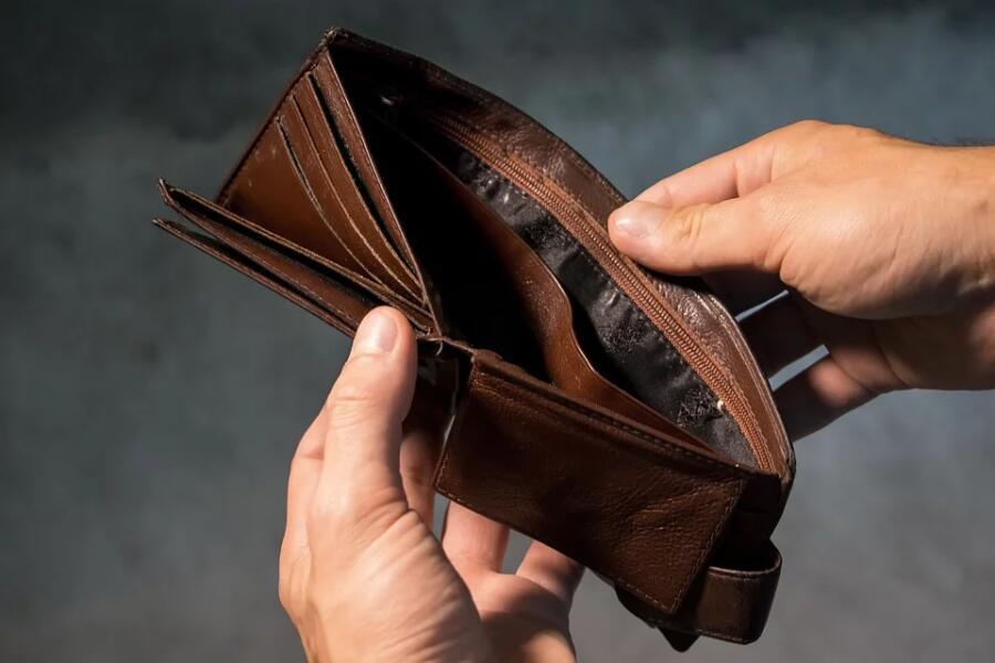 Какие 10 привычек быстрее всего приводят к бедности?