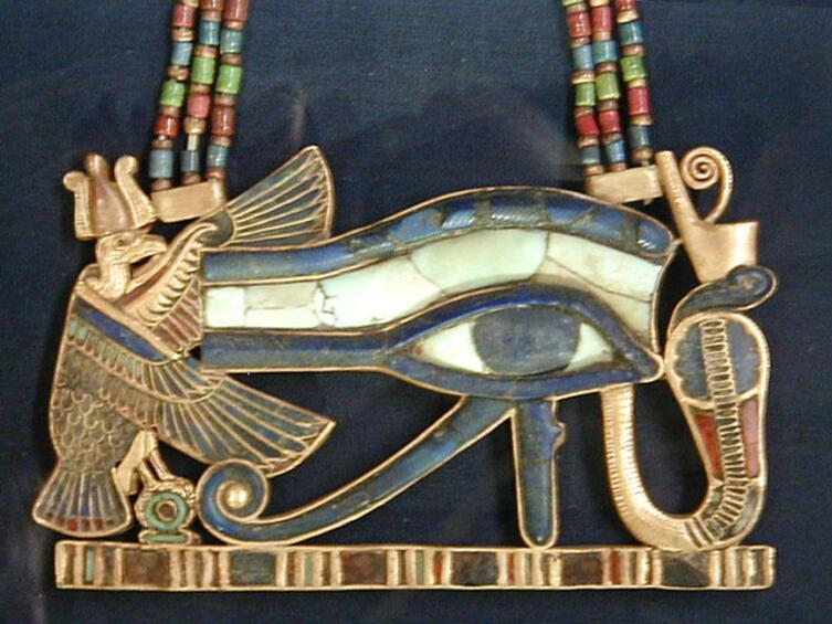 Амулет Уаджет с богинями Нехбет и Уаджит из гробницы Тутанхамона, XIV век до н. э.