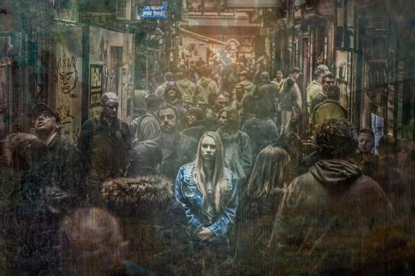 Влияет ли общество на человека?